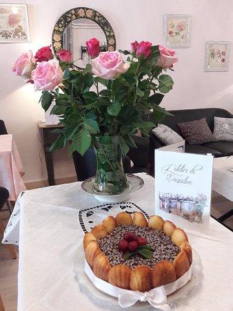 Sauveterre-de-Rouergue, Frankreich: Gateau d'anniversaire sur commande