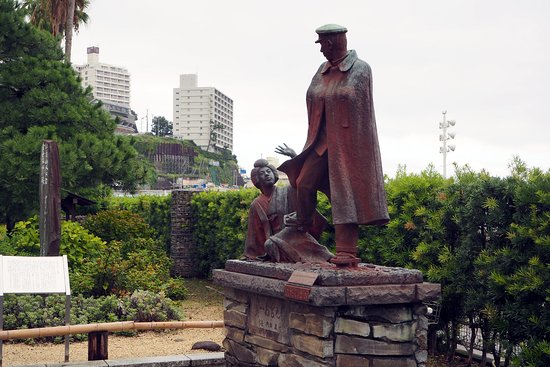 Omiyanomatsu / Statue of Kanichi and Omiya