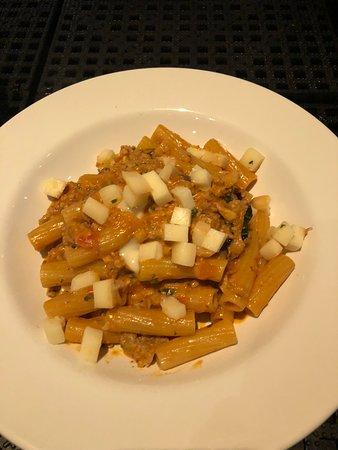 Whitestone, Estado de Nueva York: Rigatoni w sausage, mushrooms, smoked mozzarella in a lite cream sauce