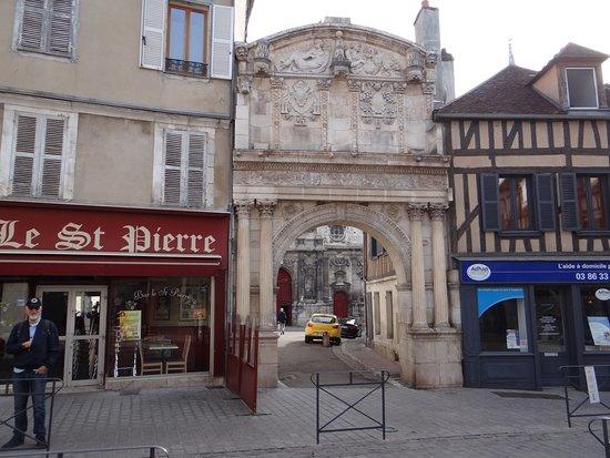 George Saint Pierre datant
