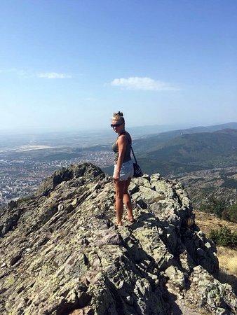 Zheravna, Bulgária: Синие камни - наверху