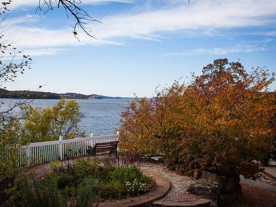 Lake Ozark, MO: Fall is beautiful at Lake of the Ozarks
