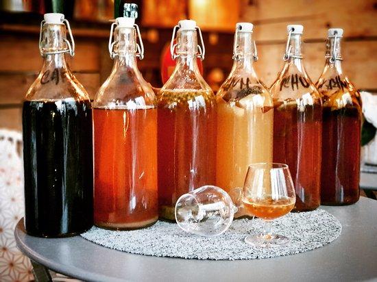 Les rhums arrangés fait maison du Just Vin M2 : vanille, coco, banane, passion, exotique et café