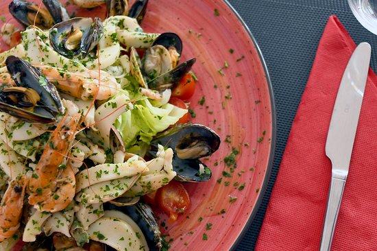 Temara, Marruecos: De nos fours à votre table, vos plats sont concoctés et préparés avec amour et délicatesse.