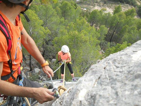Les Roques Natura: Descenso en rapel de la via ferrata de Fuentespalda