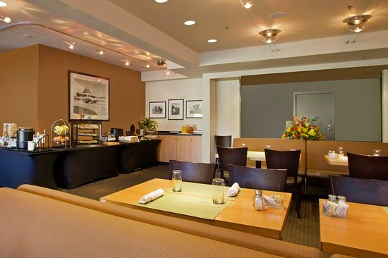 radisson hotel portland airport 110 1 6 6 updated. Black Bedroom Furniture Sets. Home Design Ideas