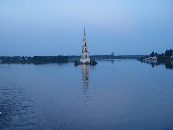 Tver Oblast, รัสเซีย: г. Калязин, затопленная колокольня