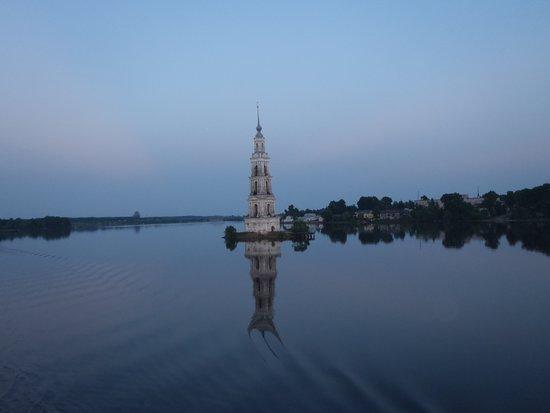 Tver Oblast, Russland: Калязинская притопленная колокольня