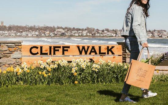 Middletown, RI: Spring Cliff Walk