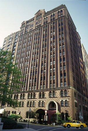 raffaello hotel chicago il updated 2019 prices. Black Bedroom Furniture Sets. Home Design Ideas