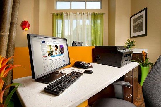 Hampton Inn & Suites Chattanooga / Downtown : Business center
