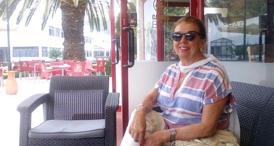 Caldas de Aregos, Πορτογαλία: Esplanada muito espaçosa, bonita, com vistas magníficas e numa localidade bem pequena!