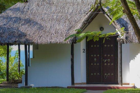 Kutani, Tanzania: Exterior