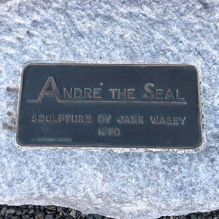 Andre the Seal Statue: photo0.jpg