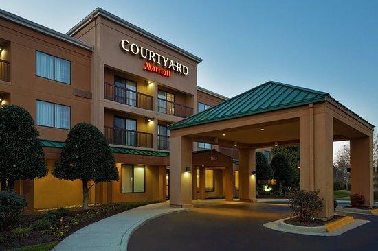 Courtyard Chesapeake Greenbrier Hotel