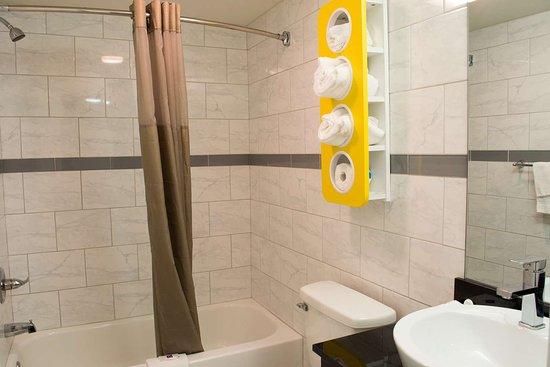 Motel 6 Harrisonburg - South: bathroom