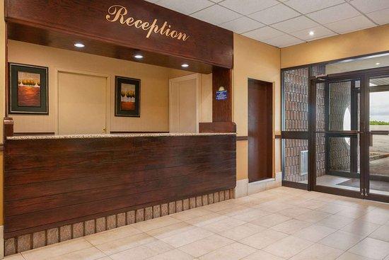 Renfrew, Canada: Lobby
