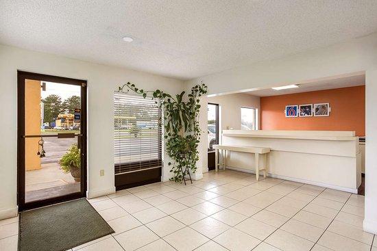 Macclenny, فلوريدا: lobby