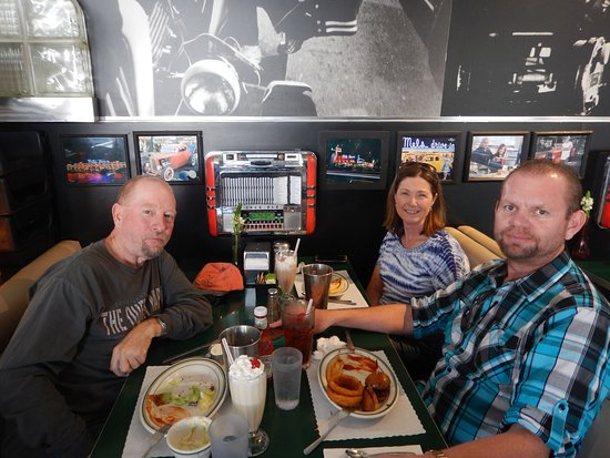 City Tour of Los Angeles from Long Beach and San Pedro: Lunch at Mel's