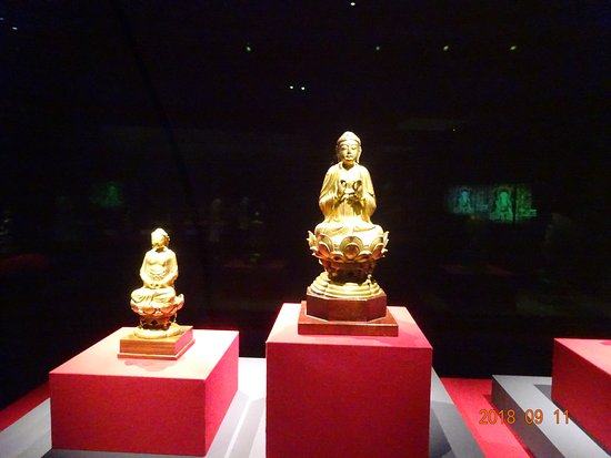 Southern Branch of the National Palace Museum: 珍しい形で印を結ぶ阿弥陀様