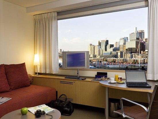 Novotel Sydney on Darling Harbour : Guest room