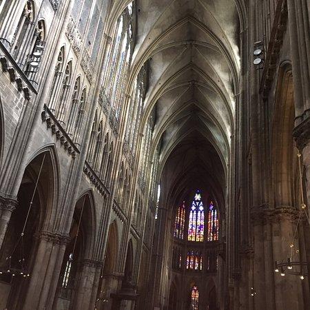 Des photos de l\'intérieur et de l\'extérieur de la cathédrale Saint ...