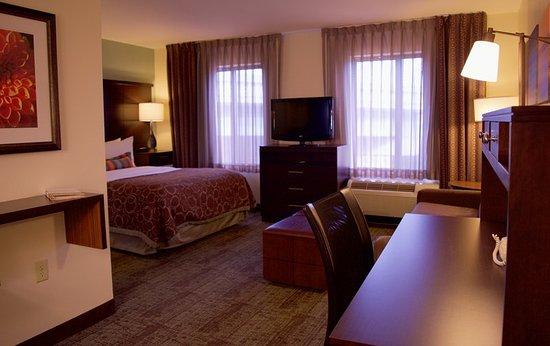 Staybridge Suites Middleton / Madison : Guest room