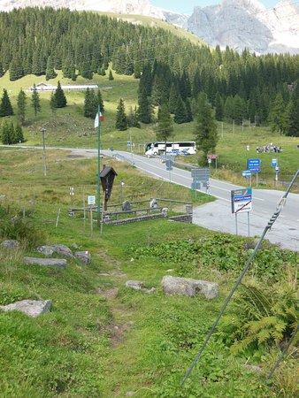 L'arrivo/partnza a valle del sentiero che unisce il Lago con la carrozzabile Falcade-San Pellegr