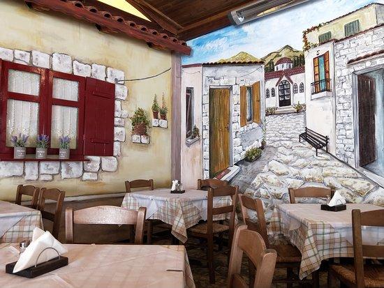 Εύ οινος: The outside eating area