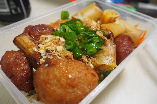 Pooraka, Australien: Vermicelli Combination Meat (takeaway)