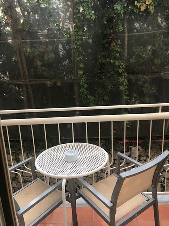 Art Hotel Gran Paradiso: Balcony in room