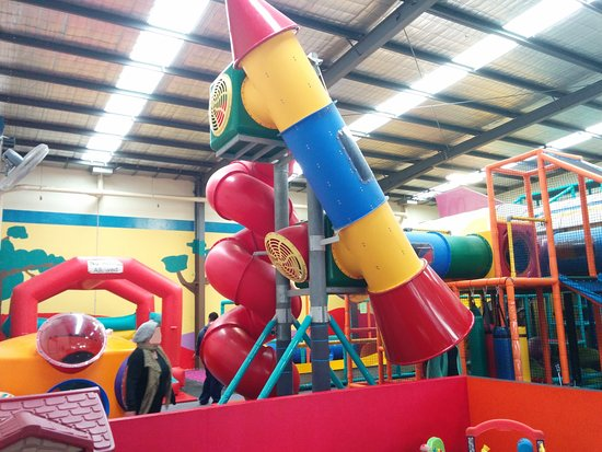 Kilsyth, Australia: Rocket Ship, Triple CorkScrew Slide, Jumping Castle, Big 0-3 Kids Area