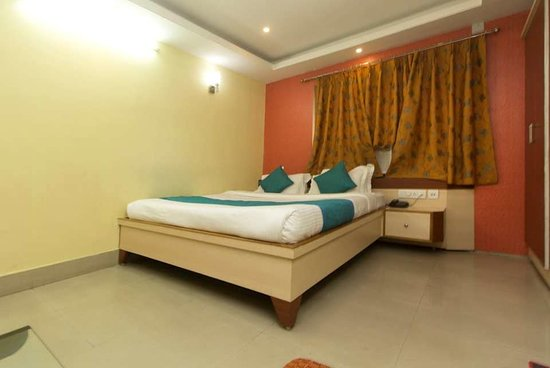 OYO 3733 Hotel Royal Residency