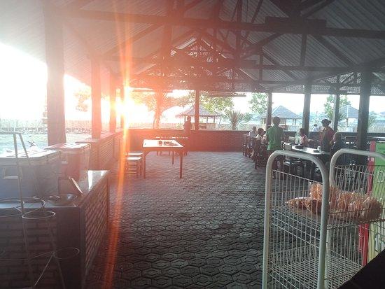 Негара, Индонезия: Beautiful sunset Dan good fresh seafood..