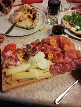Giuncugnano, Itália: Tagliere salumi e formaggi