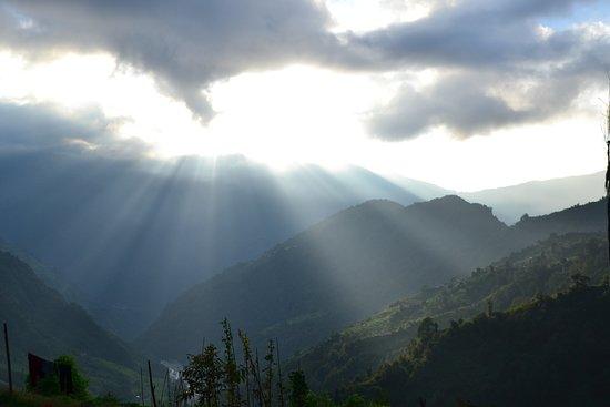 Gokarneshwor, Nepal: Incredible sunbeams