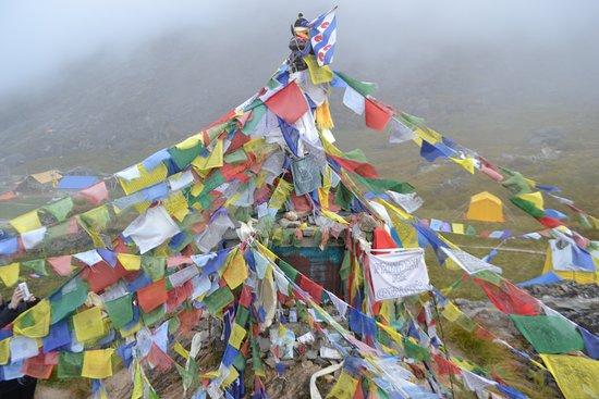 Gokarneshwor, Nepal: Basecamp shrines