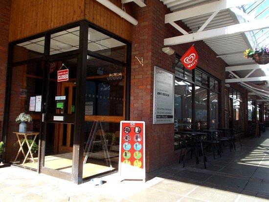 Jalna's Cafe, Newtown