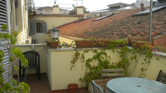 Hotel Azzi - Locanda degli Artisti: терраса из номера