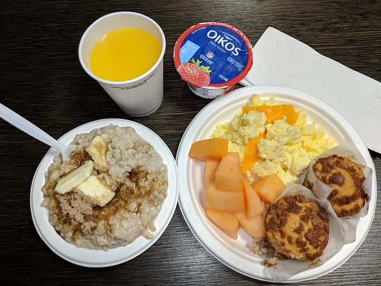 SpringHill Suites Charlotte Concord Mills/Speedway: Breakfast was sufficient.