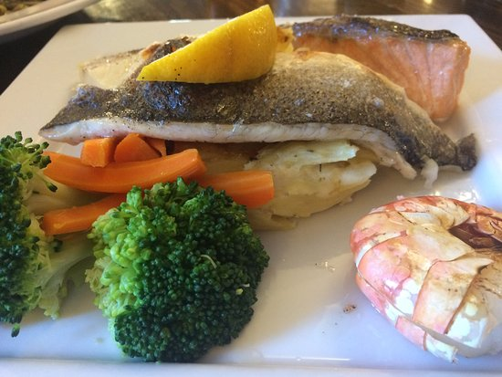 Thorpe Waterville, UK: Seafood mixed grill