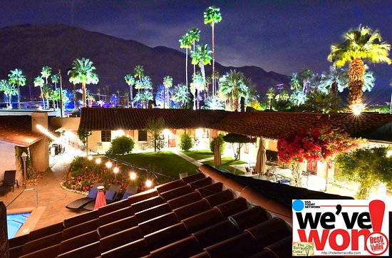 Greater Palm Springs, Kalifornien: Beautiful night shot. We won the award Best in Palm Springs, CA for 2018 by Desert Sun newspaper