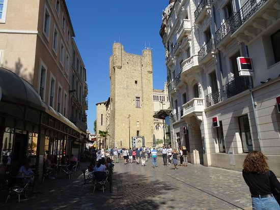 Donjon Gilles Aycelin: It's pretty visible from almost everywhere in Narbonne (IMHO)