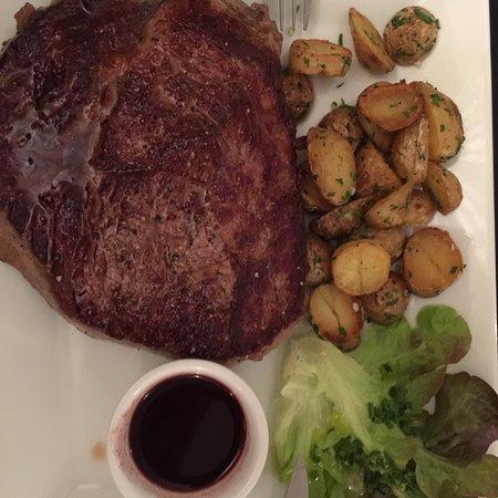 Les Delices du Roy: Entrecote und Ente waren top, super Fleisch, und leckere Rosmarinkartoffeln.   Empfehlenswert, e