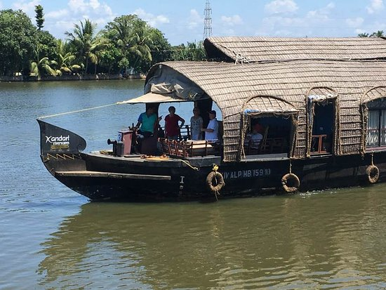 Trinetra Tours: Overnight on the houseboat in Appelley Kerala