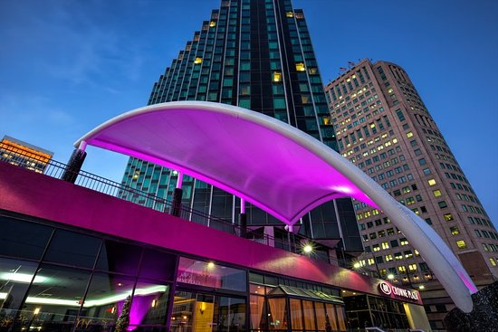 restaurants near crowne plaza detroit downtown riverfront