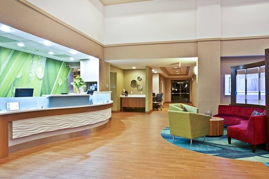 Warrenville, IL: Lobby