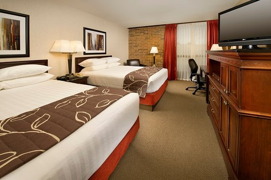 Drury Inn & Suites Kansas City Shawnee Mission