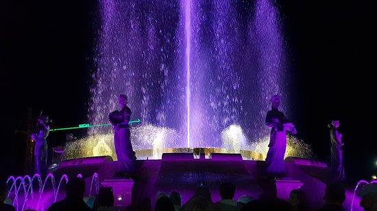 Svetomuzikalny Fountain: светомузыкальный фонтан на площади имени Святого князя Владимира