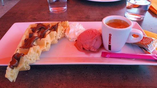 Renaison, Frankrike: Café gourmand